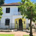 Hermoso Chalet de estilo Colonial en Impecables condiciones. Sobre gran lote de 13×29.72. Única propiedad