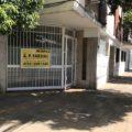 Local/oficina/consultorio con Vidriera a 1 Cuadra de Avda y 1 Cuadra de hipólito Yrigoyen